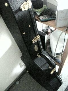 ダンナがギターを買ってきた